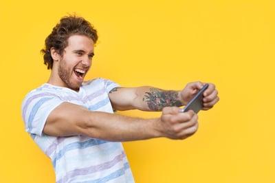 Personalisierung_Mann Smartphone_L